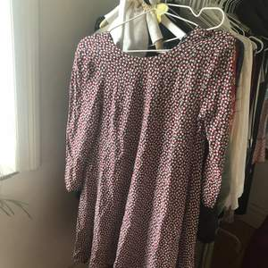 Snygg klänning/tunika från hm! Är en 36:a men funkar även för en 34:a 🌼