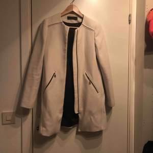 Så fin vit kappa från ZARA