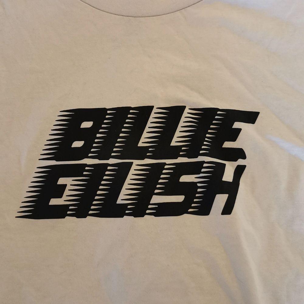 ny från hm stl L, men väldigt oversized               ✨frakt ingår. T-shirts.