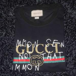 AA kopia  Gucci t-shirt  St L men liten storlek  Bara testad