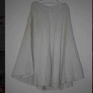 Linne kjol, vintage, vadlång. Gissar storlek!