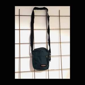 Väska från Eastpak, knappt använd.