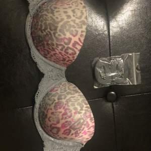 BH från avdelningen Pink Victoria's secret med leopard mönster i rosa och grått