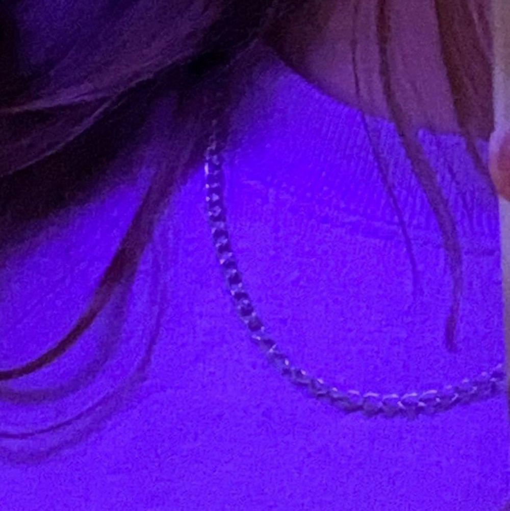 Ett halsband som är en kedja, meddela för fler bilder eller intresse!🌸❤️ . Accessoarer.