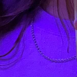 Ett halsband som är en kedja, meddela för fler bilder eller intresse!🌸❤️
