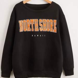 Sweatshirt från shein, använd 2 gånger säljer pga för korta i armarna! Väldigt skön annars! Bild på kan skickas privat! Säljer för 90+ frakt💕💕Budgivning i kmt just nu ligger det på 150 kr inklusive frakt💕💕