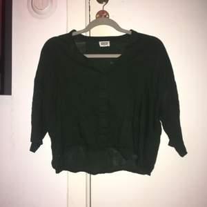 Gullig blus/skjorta från weekday❤️