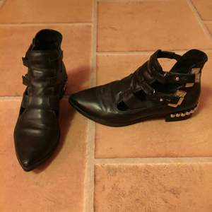 Skor från Bikbok kollektion. Använda 3ggr så är som nya!
