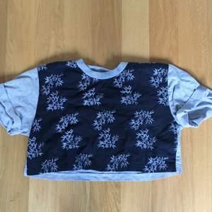 En kort T-shirt köpt på beyond retro