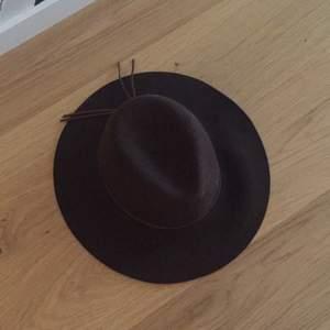 One size brun hatt från Åhléns  Aldrig använd