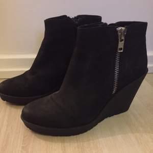 Snygga skor från Vagabond i storlek 38. Endast använda en gång!