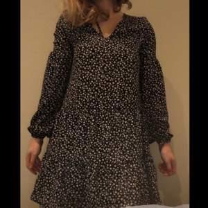 Söt klänning från hm. Nypris 300kr, bara använd 1 gång så gott som ny alltså! Hör av dig om du undrar något ! 😊