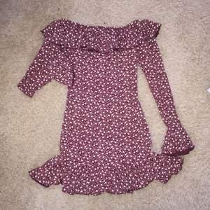 Ny klänning  • Köparen betalar frakt. Ansvarar EJ för postens slarv.  • Undrar du nåt/har jag missat nåt? Ställ gärna frågor. (: Säljes endast pågrund av garderobsrensning