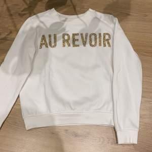 Superfin sweatshirt från H&M! Endast använd några få gånger! Storlek xs men skulle säga den sitter mer som en S!