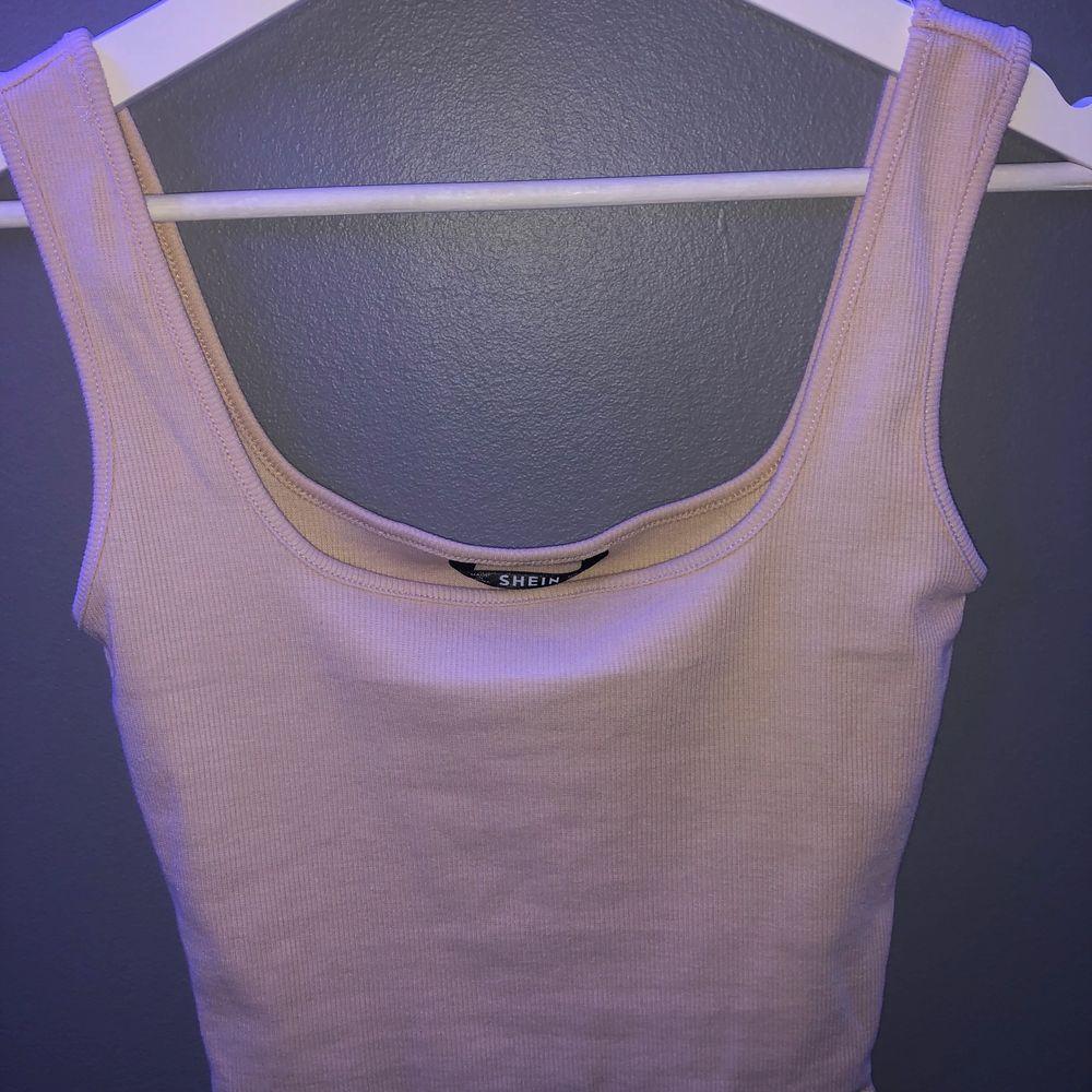 Skönt sommar linne i storlek XS. 20kr+frakt . Toppar.