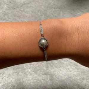 Super gulligt armband i silver, oanvänd i märket snö of Sweden.