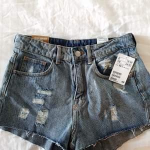 Info finns i bilderna, supersköna att ha på sig! Säljer för att jag har för mycket kläder 🌸