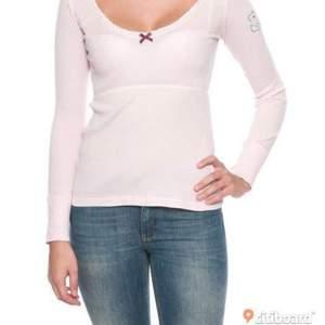 En rosa oddmolly tröja, storlek 0 (XS,S) 200kr + frakt, säljer pga dyra från början