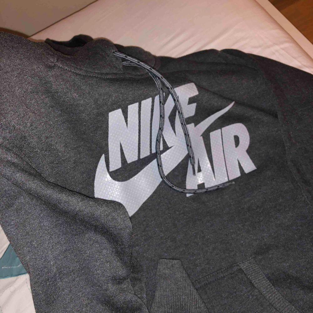 Nike hoodie (ny). Huvtröjor & Träningströjor.