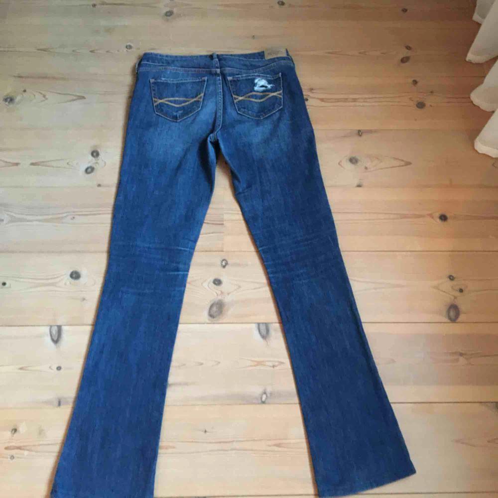 Bootcut jeans från Hollister . Jeans & Byxor.