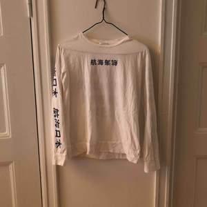 Samsøe samsøe långärmad t-shirt. Condition: 10/10  Aldrig använd.  Passform: tajt i armarna  Köparen betalar frakt.
