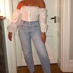 Straight jeans från Gina tricot, jättefina men tyvärr för små för mig🦋💕