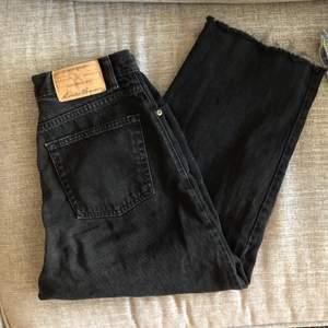 Jeans i culotte stil köpta på beyond retro. Jag har sytt in midjan själv så de passar XS/S (midjemått 76cm) Möts upp i Malmö, annars står köparen för frakt 💕