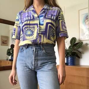 Säljer denna brutalt snygga skjorta vid bra bud! Riktigt nice vintage i superskick