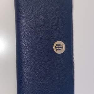 Jättefin plånbok som är helt oanvänd!! Ordinarie pris 800 kr men säljer för 150 minst💞