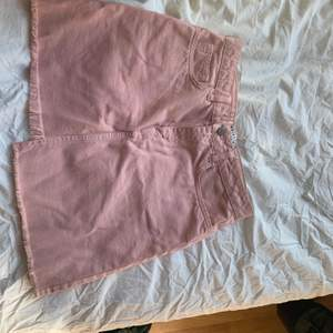 Super söt osymmetriskt rosa kjol från nakd, jag har bara haft chansen att använda denna pärla två ggr, sen blev den för liten😢💗