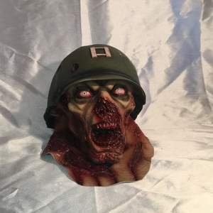 As det halloween mask som jag köpte förra vecka på partaj, 599kr nypris men har köpt en ny tills halloween nu så säljer denna:)