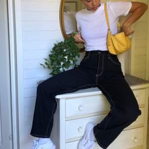 Säljer mina Eytys benz pinstripe i st 24! Passar alla med storlek 24-27 i jeans beroende om man har dom högre eller lägre på höften ord pris 3500