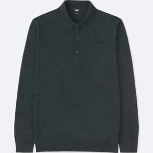 Uniqlo pikétröja i merino ull herr XS mörkgrön, visad på XS dam modell, passar även dam S eller M beroende på önskad fit. Använd fåtal gånger, topp skick! Pris ny 400 kr.
