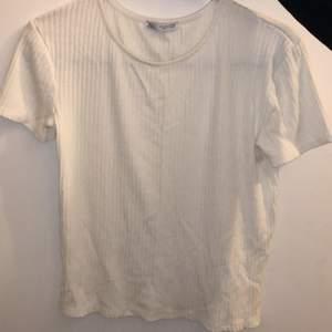 Helt oanvänd t-shirt från Zara stickad