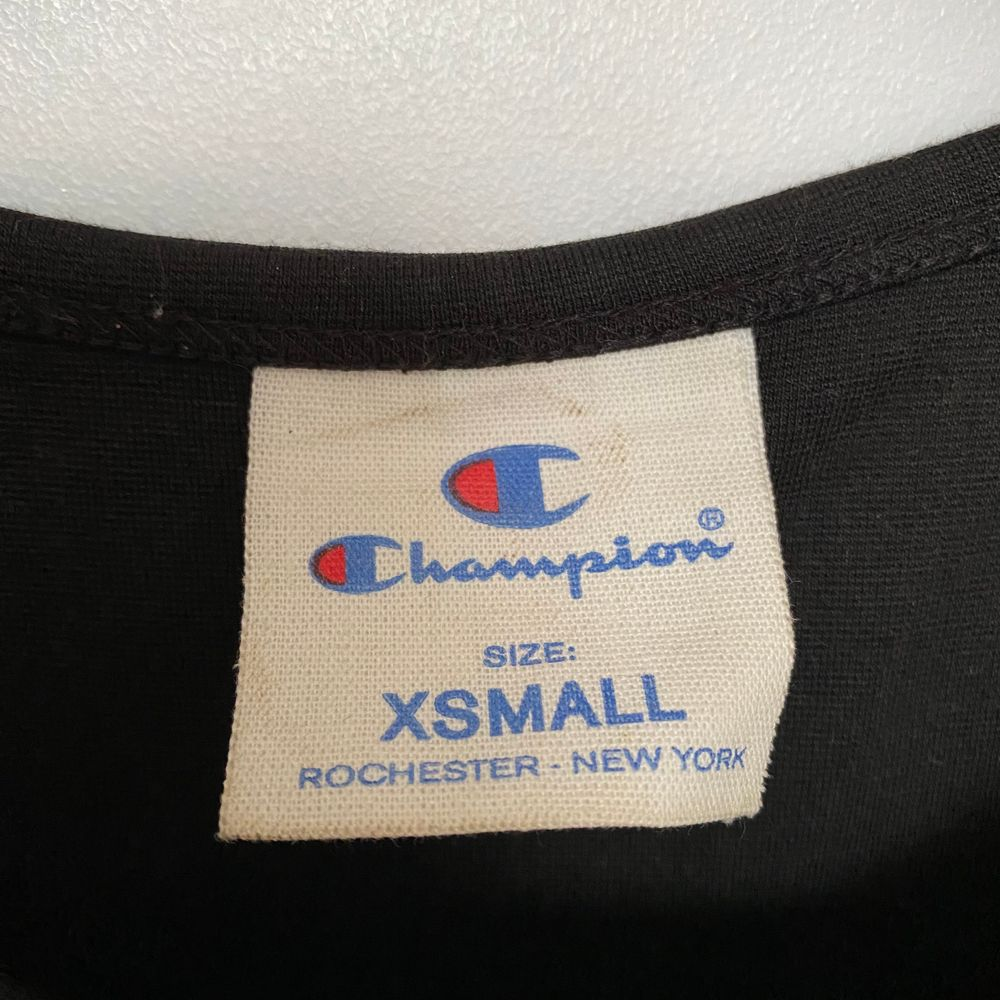 Black Champion crop top size XS. Used a couple of times, great condition! Price new 350 SEK.. Toppar.