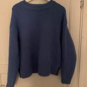 Säljer min fina stickade tröja från zara. Storlek S