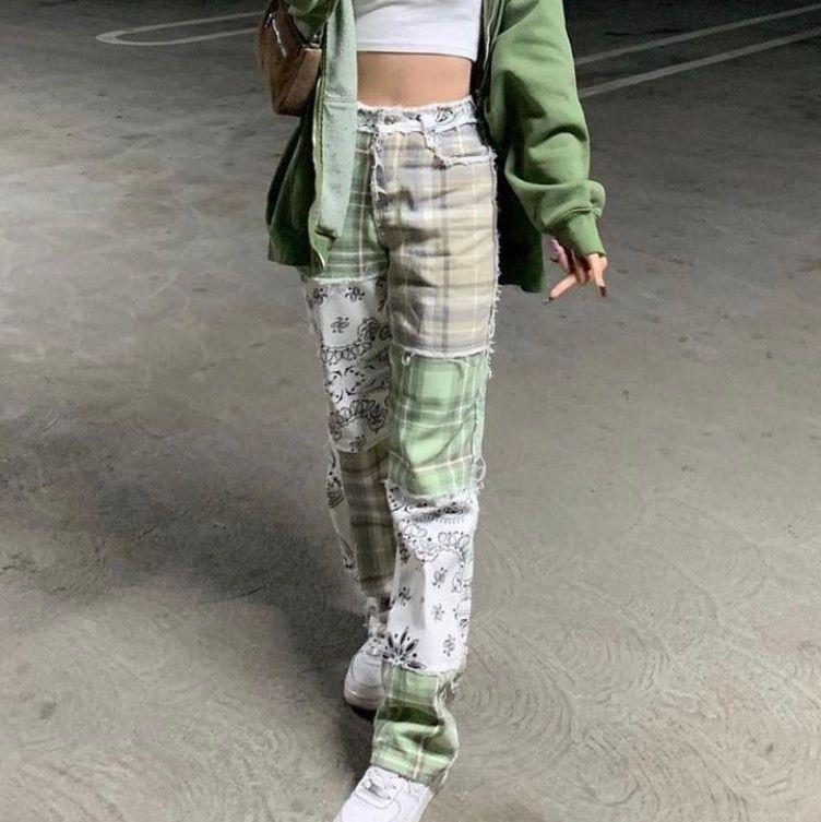 asballa patchwork jeans ifrån jaded london! endast använda en gång. sååå snygga och blivit slutsålda flera gånger på deras hemsida! orginalpris: 700kr + frakt, moms och tull. köparn står för frakt (64kr) 💚 budgivning om fler är intresserade . Jeans & Byxor.