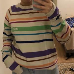 En stickad sweet sktb tröja i flera olika färger. Passar bra på XS-L. Sj är jag S. Frakt 62kr 🧡