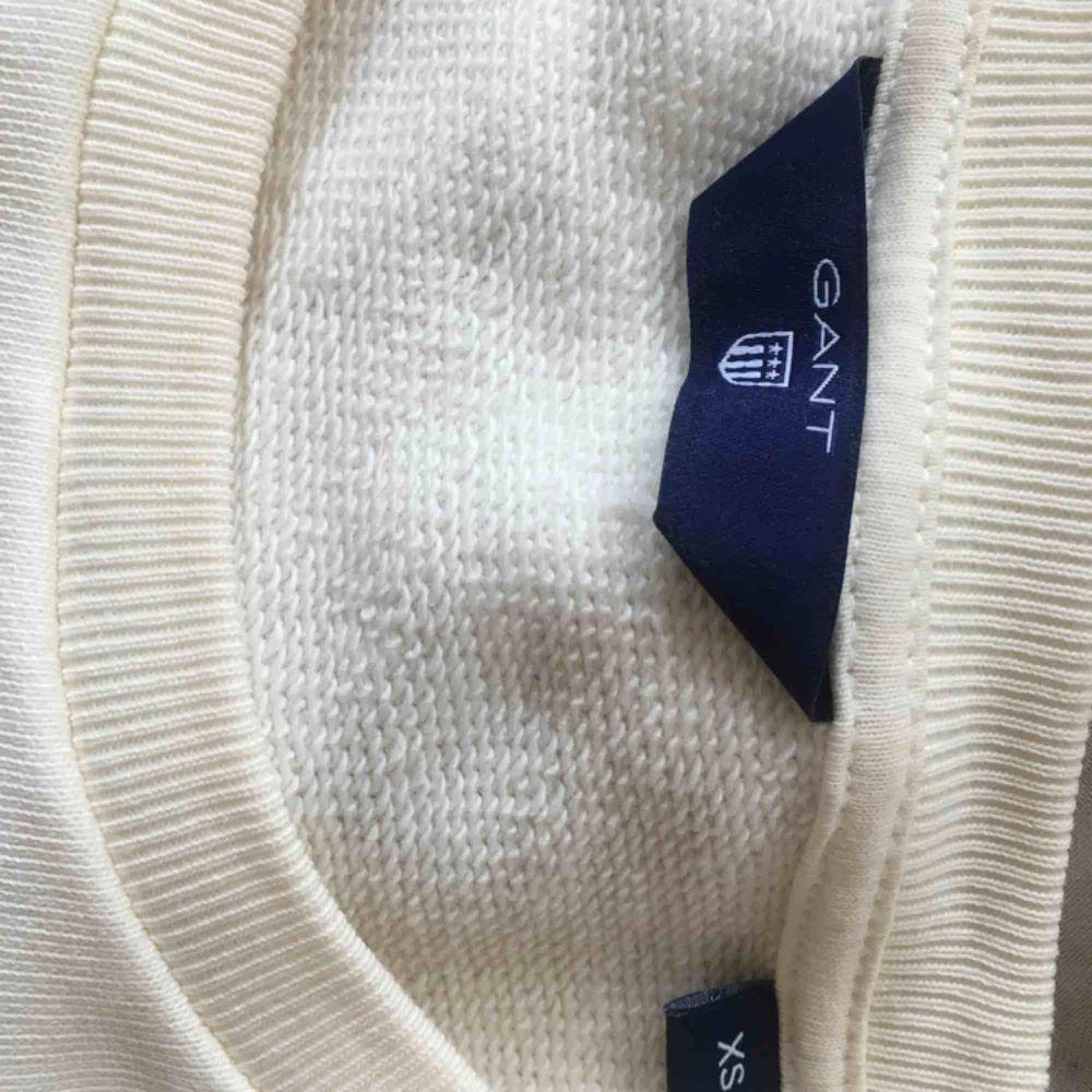 Fin vit gant tröja. Använd fåtal gånger.  . Tröjor & Koftor.