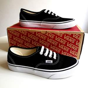 Brand new classic Vans! Have only tried them, so they can sell them. Size EU37, UK4.5, CM23.5.