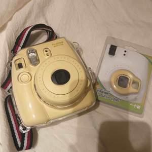 Fujifilm instax mini 8 Polaroidkamera säljas pga inte längre används. Kameran används sparsam och är i fint skick. (Köparen står för frakten.)