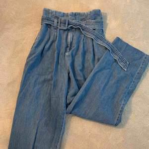 Använda endast 1 gång! Supersnygga och väldigt trendiga jeans