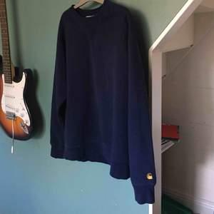 Super mysig tröja från carhartt, är använd men är i mycket gott skick ✨