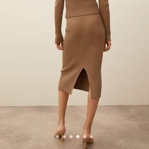 Ny och oanvänd kjol köpt för 199kr (säljer tillhörande topp och kofta, se profil