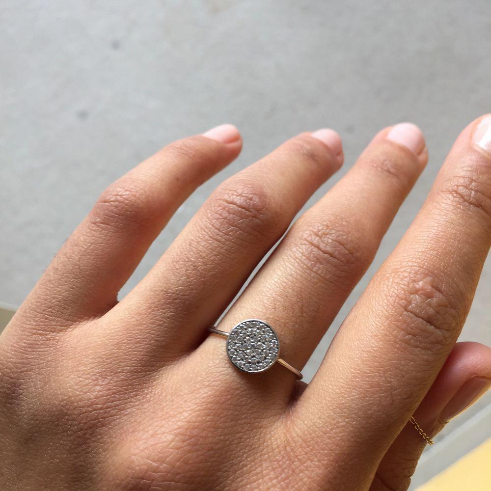 Superfin liten ring! Med stor sannolikhet är den rostfri men eftersom jag inte minns 100% vart den är köpt kan jag ej garantera, säljs därför billigt✨ inga synliga defekter, 45 kr inklusive frakt! Se även andra annonser :*💕. Accessoarer.