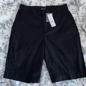Ett par svarta kostym shorts köpta på ginatricot och aldrig använda med prislappen kvar💞 säljer då de är för små på mig💞