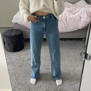 Slutsålda populära jeans från zara. Jättebra skick, använda fåtal gånger. BUDA i kommentarerna