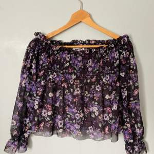 - Off shoulder - Size: XS - Color: black with flowers - Only used once - Recommend to wear with something under, because it's see through