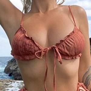 Säljer bikinin på bilden , skitsnygg men tyvärr för liten. Endast överdel