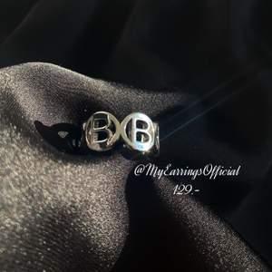 Har flera fina saker på min profil som kostar från 99-199kr, Ej äkta märkes men gjort av stearlings silver & stainless steel. Instagram: @MyEarringsOfficial  **Tar swish, frakten betalar köparen**